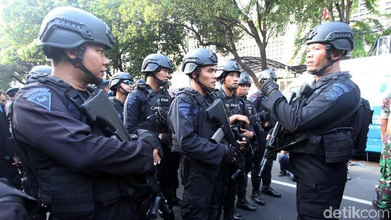 KPU Dijaga Ketat, Aparat Bersenjata Siaga