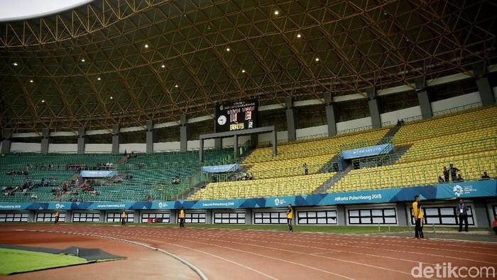 Laga pertama Asian Games 2018 bergulir di Stadion Patriot Candrabhaga. Penjualan tiket di hari perdana terbilang sangat sedikit. Penonton masih sepi.