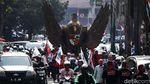 Burung Garuda Raksasa Antar Jokowi-Maruf Amin ke KPU