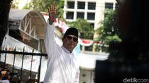Sapa Pendukung di KPU, Prabowo: Yakinlah yang Benar Selalu Menang
