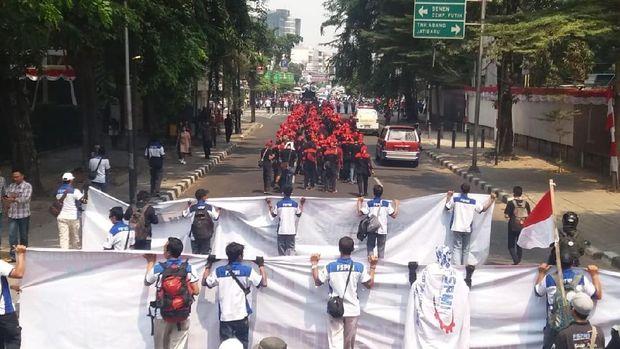 Massa KSPI pendukung Prabowo bergerak ke KPU