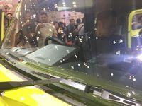 AHY saat melihat-lihat Suzuki Jimny.