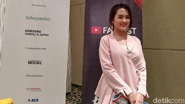 Kisah Lulusan Pertambangan ITB yang Jadi Beauty Vlogger