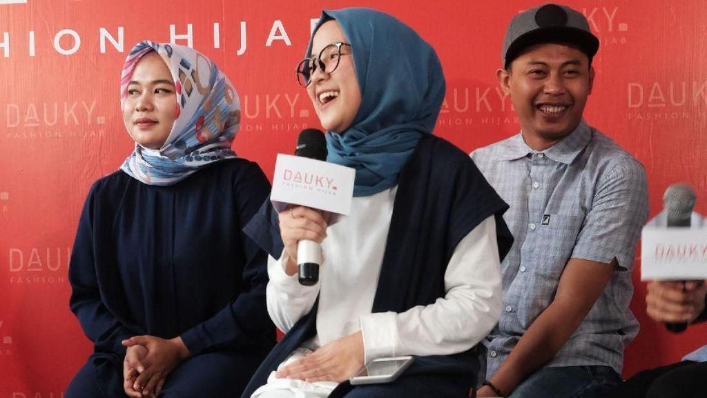 Foto: Imutnya Nissa Sabyan Pakai Hijab Simple Khas Anak Muda