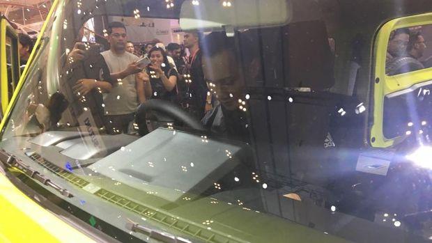 AHY duduk dalam kabin Suzuki Jimny di GIIAS 2018