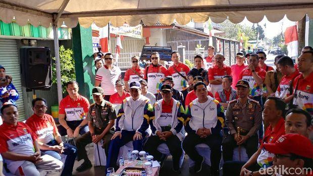 Airlangga Hartanto Jadi Pembawa Obor Asian Games Pertama di Bandung