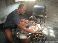 Legit Harum Kue Kolmbeng, Kue Jadul yang Selalu Bikin Kangen