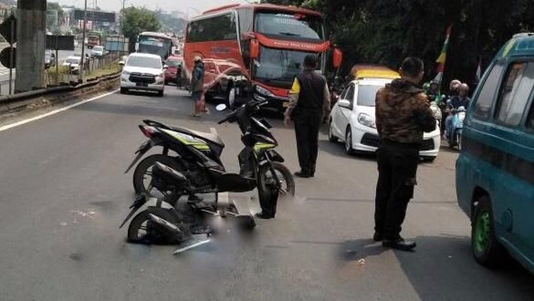 Kecelakaan TransJ dan Motor di Ciracas, 1 Orang Tewas