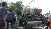 Video Evakuasi Mobil yang Tercebur di Kali Glodok