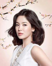 Gencar Beramal Usai Cerai, Song Hye Kyo Sumbang 10.000 Buku