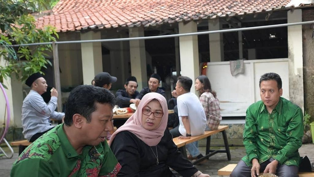 Pose Romahurmuziy Saat Ngemil Durian hingga Makan Malam dengan Jokowi