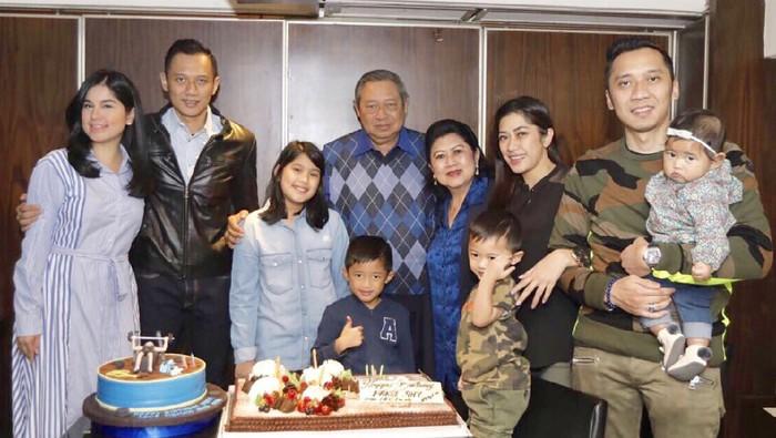 SBY dan keluarga (Foto: Dok. Instagram Ani Yudhoyono)