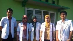 Mahfud MD yang tadinya digadang-gadang jadi Cawapres Jokowi ternyata batal. Mahfud sendiri punya anak-anak yang bekerja sebagai dokter. Yuk kenal lebih dekat.