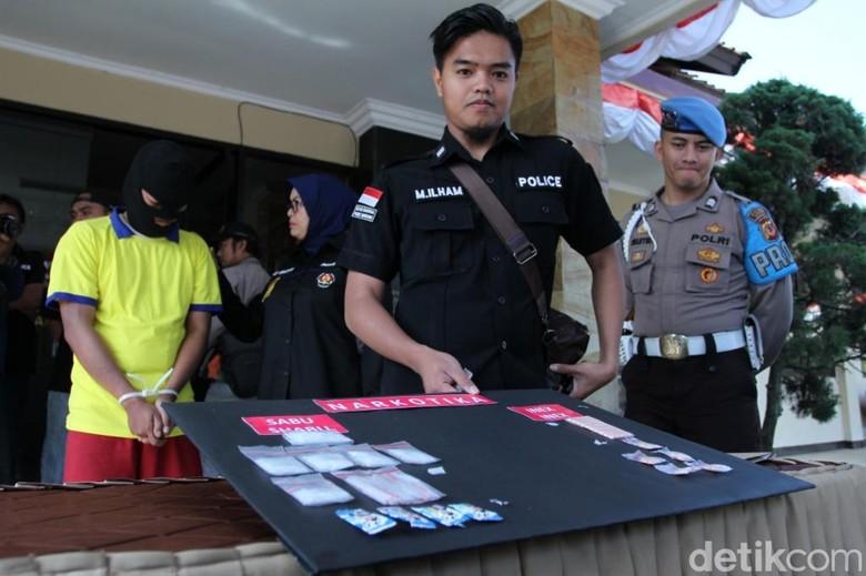 Polres Bandung Ungkap Peredaran Narkotika Bungkus Permen dan Tisu