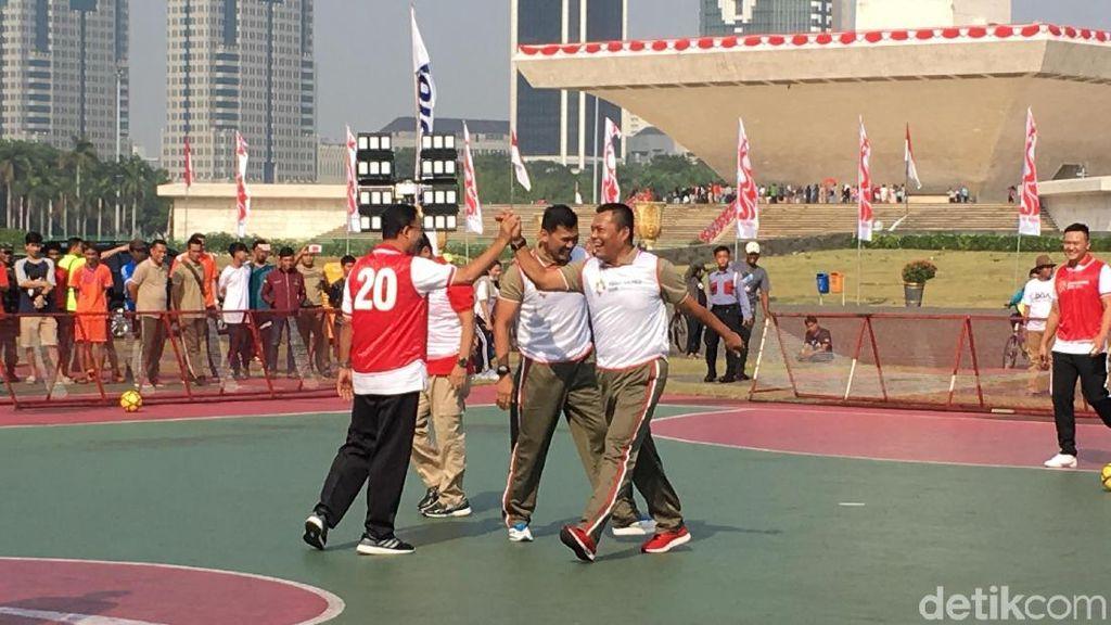 Anies Cetak 1 Gol Saat Tanding Futsal Lawan Pangdam Jaya TNI