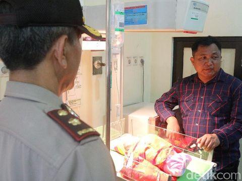 Polisi periksa kondisi bayi yang ditinggal di dapur warga/