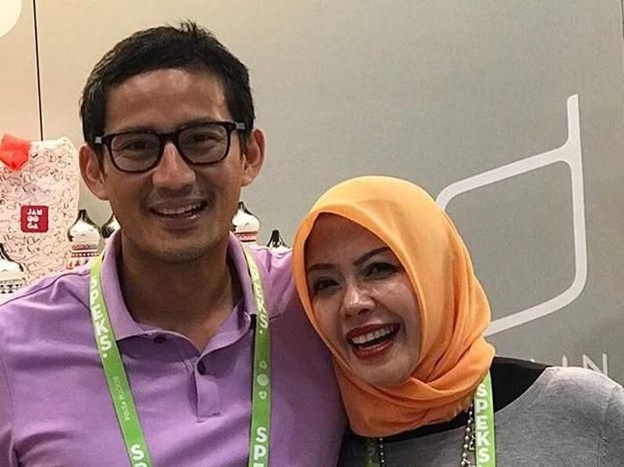 Kemesraan Sandiaga Uno dan Nur Asia di Pernikahan ke-22 Tahun
