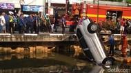 Polisi Panggil Pemilik Mobil yang Nyemplung di Kali Glodok