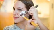 Bukan Hanya Buat Makan, Sendok hingga Pisau Bisa Jadi Alat Make Up