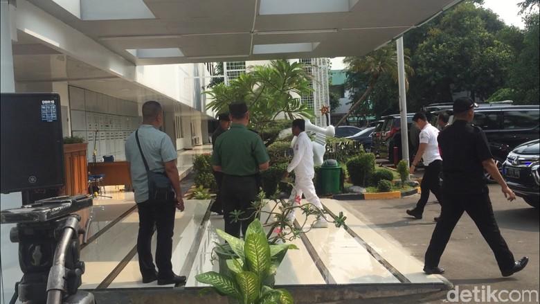 Idrus Marham Datangi RSPAD Saat Jokowi-Ma'ruf Tes Kesehatan