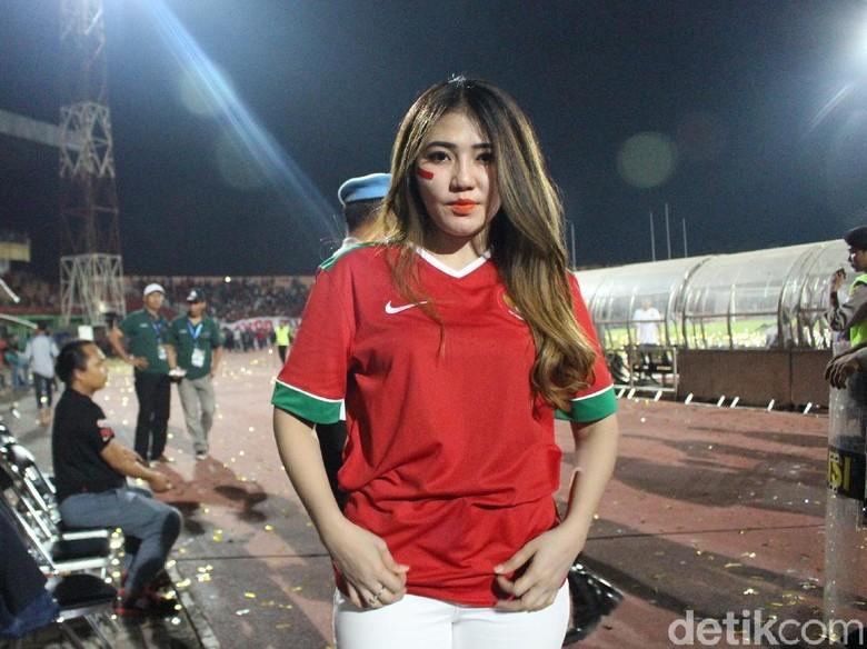 Aih! Usai Angkat Piala AFF U-16, Bagus Kahfi Cium Tangan Via Vallen