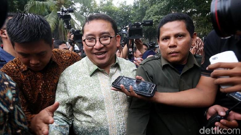 Fadli Zon Hapus Polling karena Jokowi Dimenangkan Bot Siluman