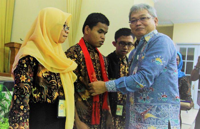 Direktur Keuangan, Investasi dan Manajemen Risiko Jamkrindo I Rusdonobanu melepas secara resmi pada kegiatan Siswa Mengenal Nusantara (SMN) 2018 di Gorontalo, Sabtu (11/8/2018). Foto: dok. Jamkrindo