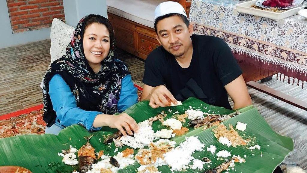 Makan Siang di New York hingga Makan Malam di Istana, Ini Pose Makan Yenny Wahid