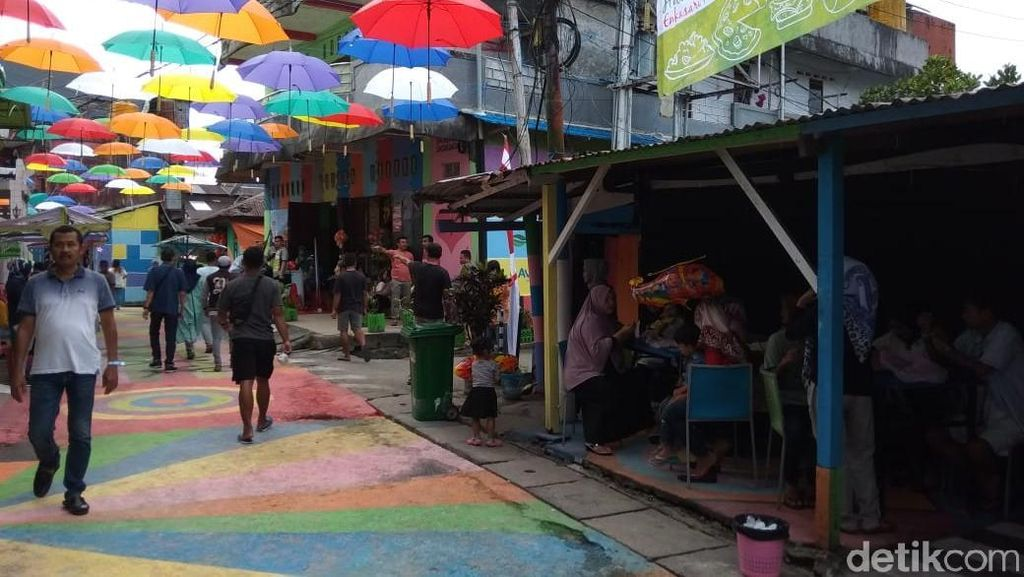 Sambut HUT RI ke-73, Warga di Ambon Kreasikan Kampung Warna Warni