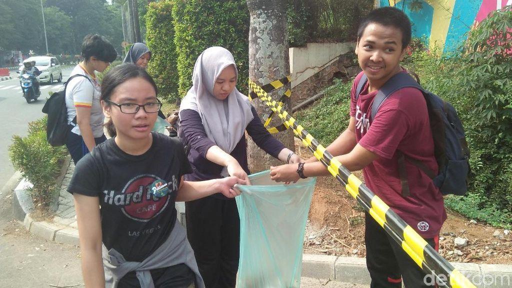 Sambut Asian Games, Komunitas Ini Bersihkan 325 Kg Sampah dari GBK