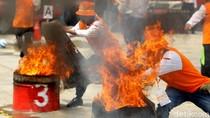 Keseruan Lomba 17-an Memadamkan Api