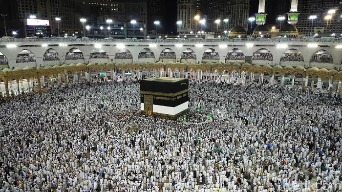 Jemaah haji dari seluruh dunia memadati Masjidil Haram untuk menunaikan ibadah haji. Begini suasananya.