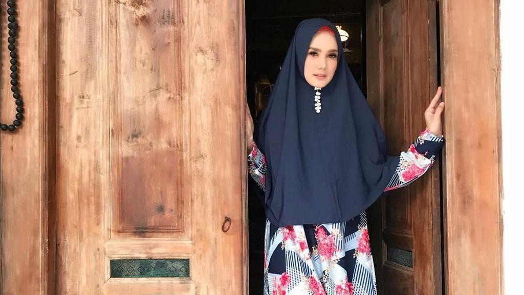 Gaya Hijab Syari Mulan Jameela, Rp 30 Ribu Hingga Rp 2 Jutaan