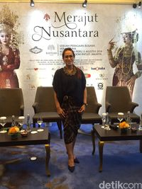 Tantangan Vera Kebaya Buat Kebaya Pengantin Istri Bule Panji Trihatmodjo