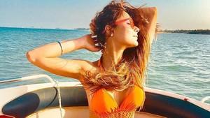 Foto: Liburannya Model Cantik India yang Dihujat Karena Bikini