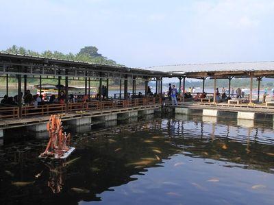 Foto: Restoran Terapung dengan View Cantik di Bandung