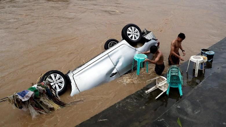 Banjir Lumpuhkan Kota Manila