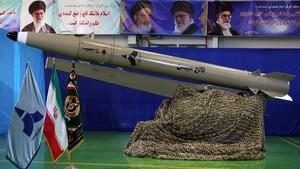 Bersitegang dengan AS, Iran Pamerkan Rudal Balistik Generasi Baru