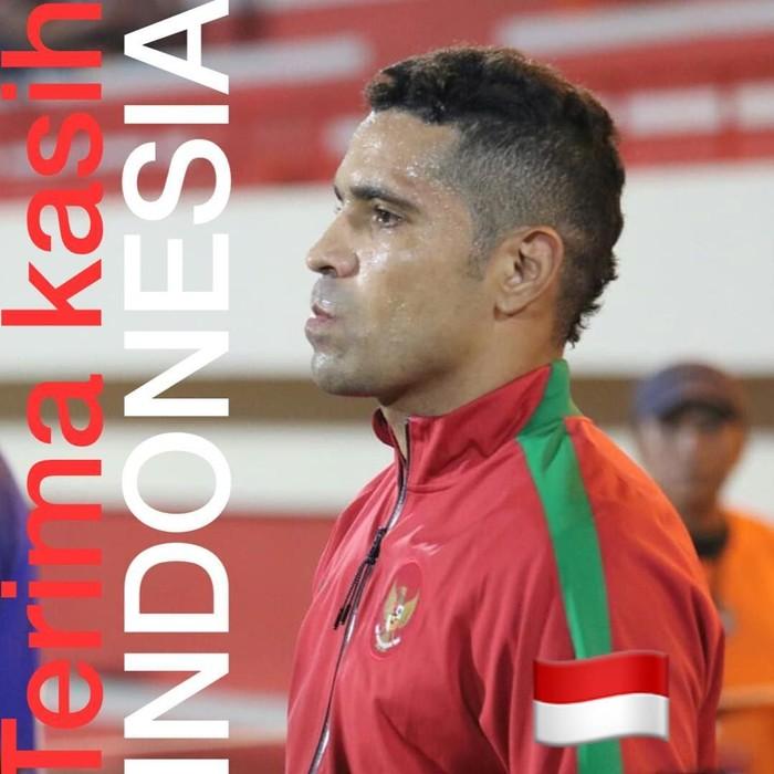 Pemain bola Timnas Indonesia ini punya nama lengkap Alberto Goncalves da Costa. Ia adalah pemain naturalisasi yang juga memperkuat tim Sriwijaya FC.