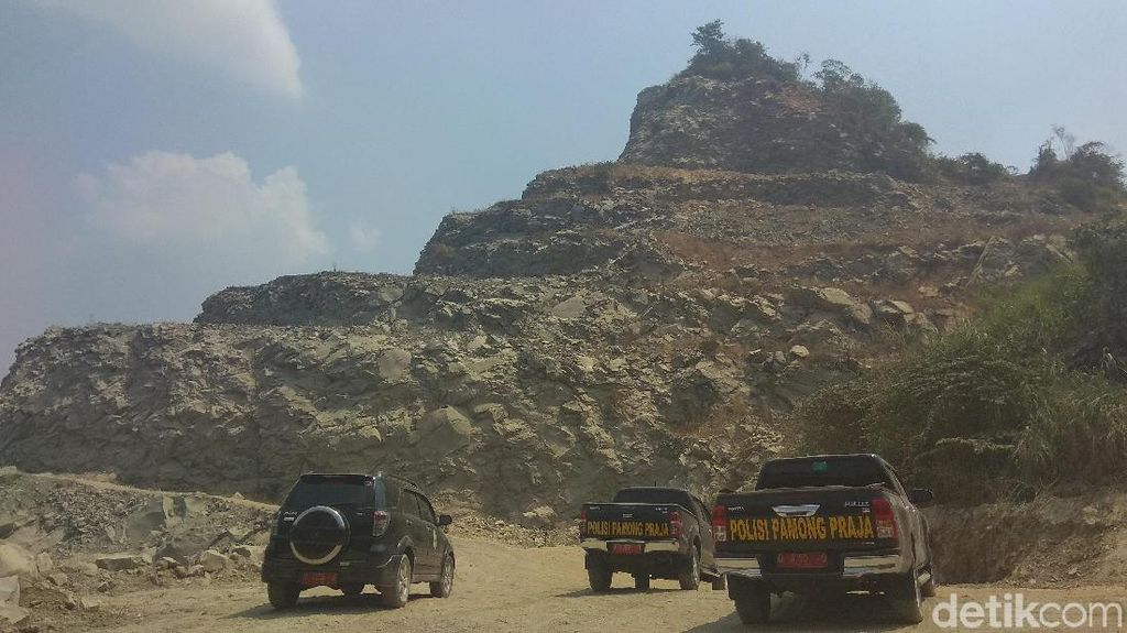 Gunung di Karawang Nyaris Habis, Satpol PP Periksa Penambang