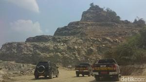 Izin Penambang Gunung Sirnalanggeng Karawang Dibekukan