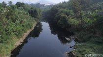 Musim Kemarau, Air Sungai Citarum Hitam Pekat dan Bau Busuk