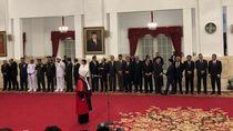 Jokowi Saksikan Enny Nurbaningsih Ucapkan Sumpah Jadi Hakim MK