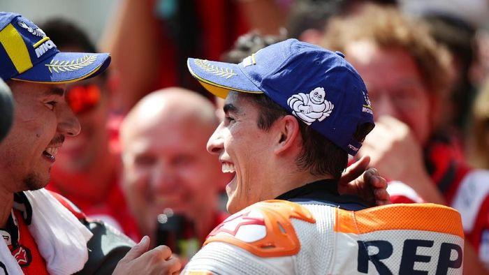 Marc Marquez senang akan setim dengan Jorge Lorenzo usai duel sengit di MotoGP Austria  (Foto: Lisi Niesner/Reuters)