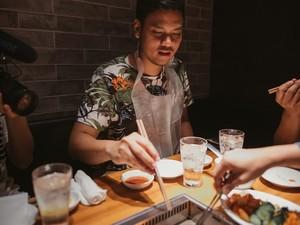 Begini Gaya Asta RAN Saat Kulineran di Jepang dan Seruput Kopi Sibolga