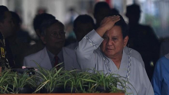 Bakal Capres Prabowo Subianto saat menjalani tes kesehatan ri RSPAD Gatot Soebroto (Foto: ANTARA FOTO/Sigid Kurniawan)