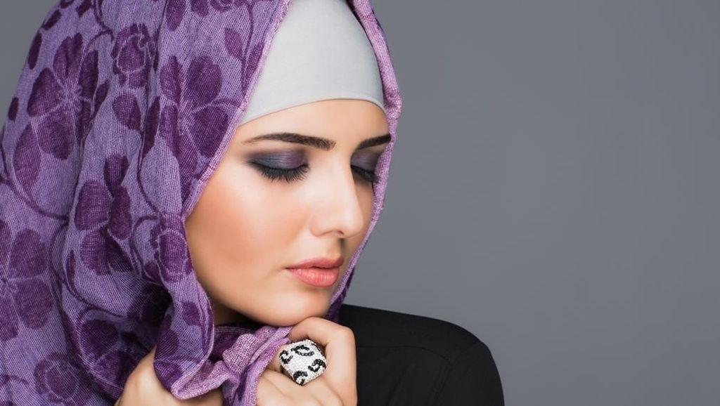 Seperti Rina Nose, Artis Mesir Ini Bikin Geger Karena Lepas Hijab