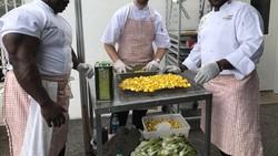 Ketika Presiden Amerika Serikat Donald Trump mengadakan buka puasa bersama, ada satu sosok yang menarik perhatian publik. Ia adalah Chef Andre Rush.