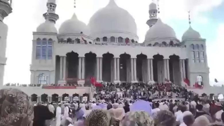 Warga Hui Bertahan, China Tunda Pembongkaran Masjid