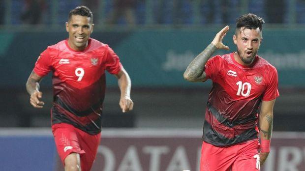 Stefano Lilipaly (kanan) tampil impresif saat Timnas Indonesia U-23 melawan Hong Kong.